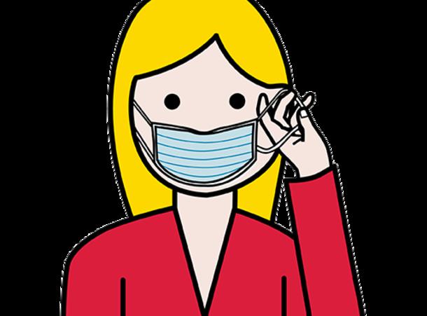 Nainen, jolla on maski kasvoilla